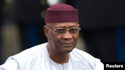 Presiden tersingkir Mali Amadou Toumani Toure (foto: dok). Para penyidik menemukan 21 mayat yang diduga para tentara pendukung Toure.