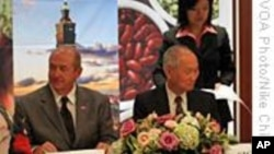 台湾农业访问团与美业者签署农产品购买意向书