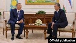 Shavkat Mirziyoyev Qozog'iston Prezidenti Nursulton Nazarboyev bilan, Toshkent, O'zbekiston, 12-sentabr, 2016-yil.