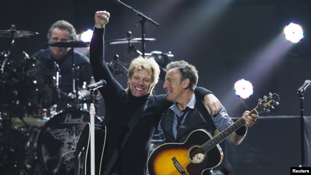 Singers Bon Jovi (L) and Bruce Springsteen perform during the '12-12-12' benefit concert for victims of Superstorm Sandy