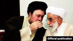 احمد جنتی دبیر شورای نگهبان در کنار حسن خمینی