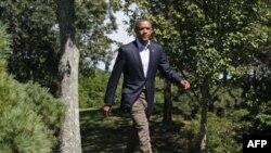 Predsednik Obama uoči obraćanja novinarima sa ostrva Martas Vinjard, u Masačusetsu