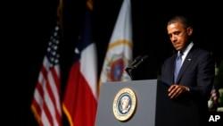 奧巴馬總統4月25日在德克薩斯州參加為在化肥廠爆炸案遇難者舉行的追思儀式