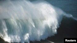 Pantai di Hawaii menjadi surga bagi para peselancar, namun gempa bumi berkekuatan di atas 9 skala Richter akan menjadi bencana tsunami ekstrem di Hawaii (foto: dok).