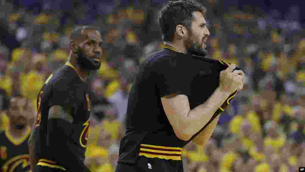 L'attaquant des Cleveland Cavaliers Kevin Love, lors du match à Oakland, en Californie, le 12 juin 2017.