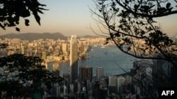 2018年1月12日,从香港的山顶俯瞰维多利亚港、九龙区及香港岛。