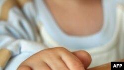 Усыновление детей из России иностранцами приостановлено