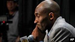 El jugador estelar de Los Angeles Lakers Kobe Bryant durante una conferencia de prensa anunciando su retiro, el domingo, 29 de noviembre de 2015.