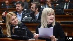 Aleksandra Jerkov (L) i Nada Kolundžija (D) u sali Skupštine Srbije, arhivska fotografija (Foto: AFP)