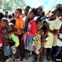 Proses adopsi anak-anak Haiti berjalan lamban, karena kekawatiran perdagangan manusia dan kelangkaan dokumen.