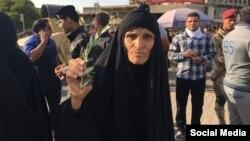 解放广场上伊拉克妇女手举橄榄枝呼吁政治改革(2016年5月27日)