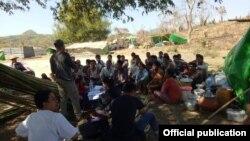 ရခိုင္ျပည္နယ္အတြင္းျဖစ္ပြားေနေသာ စစ္ပဲြမ်ားေၾကာင့္ ထြက္ေျပးတိမ္းေရွာင္ေနၾကရေသာ ရခိုင္စစ္ေရွာင္ ဒုကၡသည္တခ်ိဳ႕။ (ဓာတ္ပံု - Rakhine Ethnics Congress)
