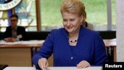 Seroka Lithuania Dalia Grybauskaite dengê xwe dide.