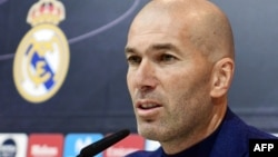 L'entraîneur français du Real Madrid, Zinedine Zidane, donne une conférence de presse pour annoncer sa démission à Madrid le 31 mai 2018.