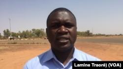 Ardiouma Sagnon, journaliste à la télévision nationale, à Ouagadougou, le 1er février 2019. (VOA/Lamine Traoré)