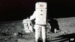 45年前,美國宇航員阿姆斯特朗和奧爾德林首次踏上月球,奠定了美國在太空競賽中的領先地位。