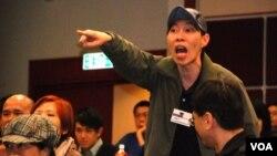 激進親建制派人士在民主派論壇上叫囂及打斷台上嘉賓發言