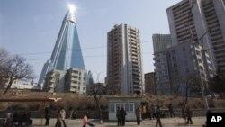지난 4월 촬영한 북한 평양의 류경호텔. (자료사진)