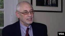 美國哥倫比亞大學政治學教授黎安友(Andrew Nathan) 接受美國之音專訪。(2018年11月1日)