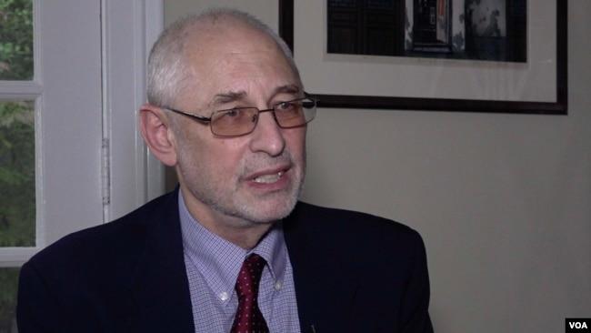 美国哥伦比亚大学政治学教授黎安友(Andrew Nathan) 接受美国之音专访。(2018年11月1日)