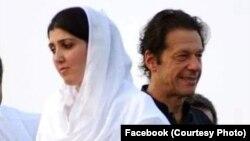 د پاکستان تحريک انصاف ګوند د عایشه گلالۍ له خوا لگول شوي تورونه ردوي او وایي ددې قیضې تر شا د مسلم ليګ نواز ګوند لاس دی