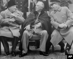 罗斯福、丘吉尔和斯大林在雅尔塔的一个轻松时刻