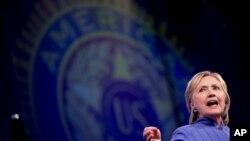 هیلری کلنتن، نامزد حزب دموکرات گفته است که از کاهش قوا امریکایی در افغانستان حمایت می کند