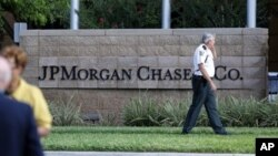 Law enforcement secure grounds of JPMorgan Chase annual stockholders meeting in Tampa, Fla., May 15, 2012.