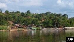 Vue sur la rivière Ubangi, une frontière naturelle entre la RDC et le Congo, le 27 septembre 2011.