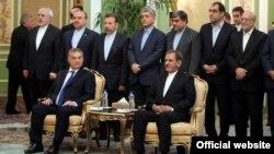 نخستوزیر مجارستان در کنار معاون اول رئیسجمهوری ایران و جمعی از اعضای کابینه