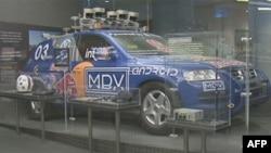 Robotizovano vozilo Stenli, koje je sagradio tim robotičara sa univerziteta Stenford, pobedilo je 2005. godine u pustinjskoj trci vozila bez vozača