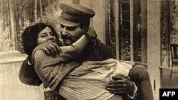 Josef Stalin và con gái Svetlana năm 1935