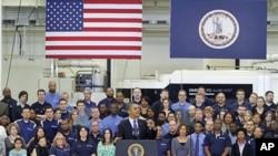 Tổng thống Obama phát biểu về nền kinh tế tại nhà máy sản xuất động cơ Rolls-Royce ở Prince George, Virginia, 9/3/2012