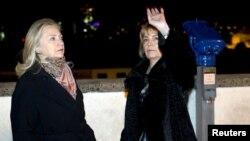 La secretaria Clinton y la Ministro de Croacia para Asuntos Exteriores, Vesna Pusic, en Zagreb.
