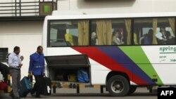 Некоторые иностранные туристы покидают Египет. 29 января 2011 года