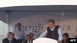 Kryeministri Berisha viziton kantierin ku po ndërtohet Hidrocentrali i Ashtës