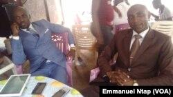 Deux étudiants de l'université de Yaoundé 1, pessimistes au sujet d'une probable candidature unique de l'opposition au Cameroun, 21 mars 2017. (VOA/Emmanuel Ntap)