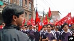 Kelompok Maois Nepal berdemonstrasi di Kathmandu. (Foto: Dok)