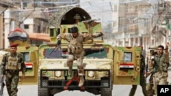 美國軍隊在今年年底撤出伊拉克﹐伊拉克軍隊撿回來負責當地的安全任務﹐圖為伊拉克軍隊在首都巴格達進行巡邏工作。