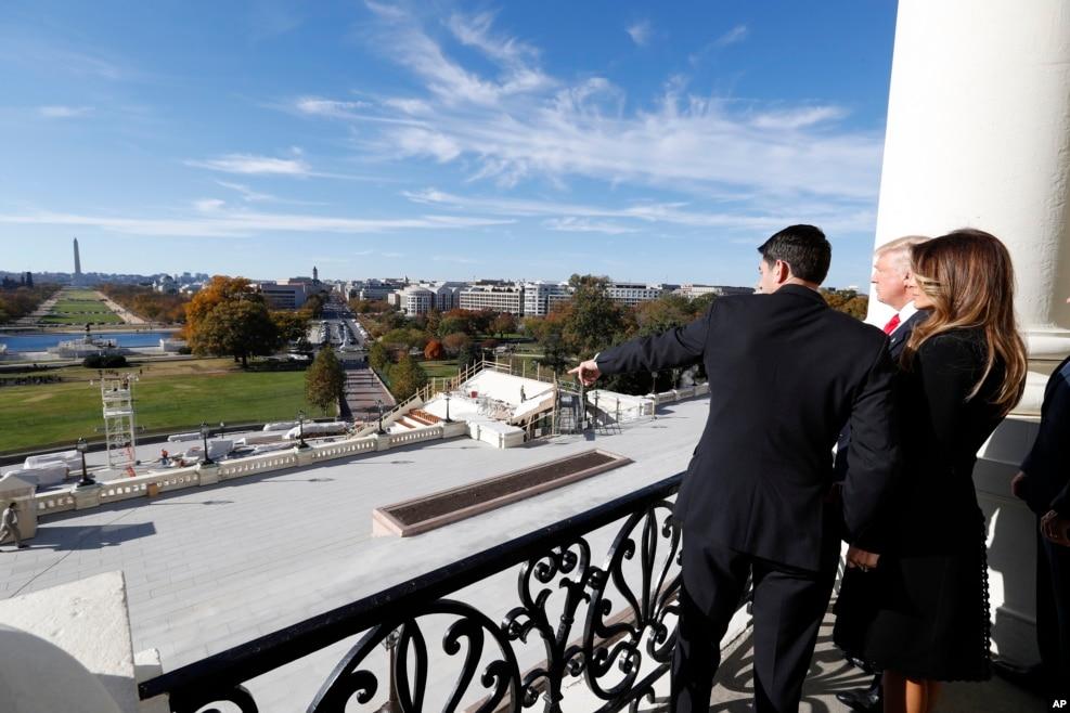 2016年11月10日,美國眾議院議長保羅·瑞安和候任總統川普在國會大廈的議長陽台上