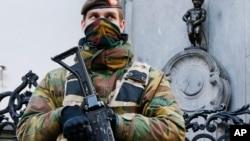 Bỉ vẫn trong tình trạng cảnh giác cao sau khi xảy ra các vụ tấn công chết chóc ở nước này hồi tháng Ba mà Nhà nước Hồi giáo đã nhận trách nhiệm, cũng như các vụ khác ở Pháp và Đức kể từ năm ngoái.