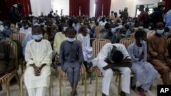Kawanan pria bersenjata di Nigeria, Sabtu (27/2), membebaskan 42 orang, termasuk 27 siswa yang diculik dari sekolah asrama pekan lalu di negara bagian tengah utara Niger. (Foto: AP)