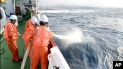 油轮在东中国海撞船沉没及其生态影响(16图)
