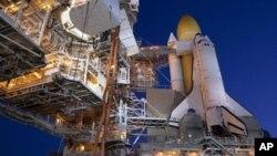 Астронаутите ја комплетираа првата вселенска прошетка на мисијата на Дискавери