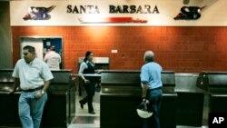 La aerolínea venezolana Santa Bárbara ha cesado sus operaciones debido a la crisis que enfrenta.