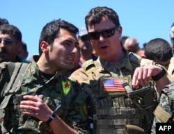 ABŞ zabiti YPG döyüşçüsü ilə söhbət edir