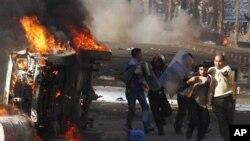 埃及苏伊士地区周五发生示威,警察与民众对峙