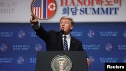 美国总统特朗普在与朝鲜领导人金正恩举行美朝峰会后在越南河内JW万豪酒店举行记者会。(2919年2月28日)