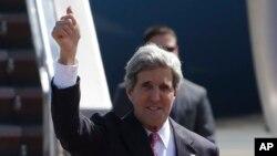 존 케리 미국 국무장관이 17일 필리핀 마닐라 공항에 도착했다.
