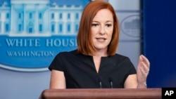 白宮新聞秘書莎琪主持白宮例行記者會。(2021年7月22日)